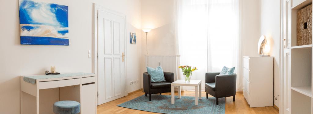 Das Foto zeigt den hellen, freundlichen Raum, der für die Beratung verwendet wird